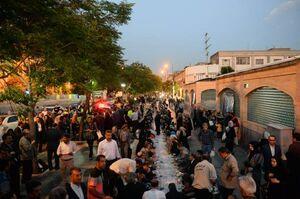 عکس/ طولانیترین سفره افطار در بازار تهران