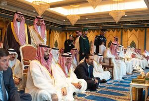 سعد الحریری، نخستوزیر لبنان نماز عید فطر امسال خود را در کنار شاه سعودی و ولیعهد این کشور در مسجدالحرام اقامه کرد.