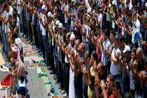 اقامه نماز عید فطر توسط دهها هزار فلسطینی در مسجدالاقصی