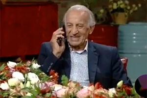 فیلم/ مکالمه جالب مهمان برنامه زنده با تلفن همراه