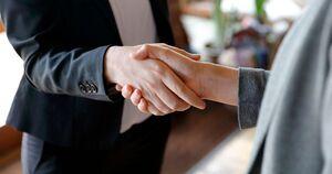 ممنوعیت دست دادن برای پیشگیری از آزارهای جنسی!
