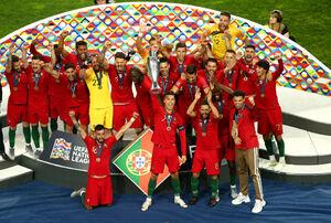 فیلم/ لحظه بالابردن جام قهرمانی توسط رونالدو