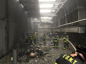 عکس/ خلبان هلیکوپتری که در منهتن سقوط کرد