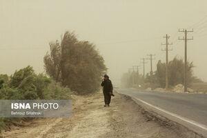 عکس/ وزش بادهای ۱۲۰ روزه در زابل