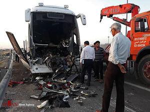 دوکشته در تصادف اتوبوس و تریلی در اتوبان کاشان-قم