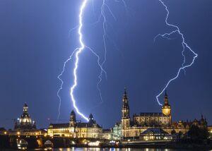 عکس/ نمایی دیدنی از رعد و برق در آسمان آلمان