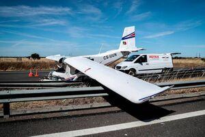 عکس/ فرود اضطراری هواپیما در بزرگراه
