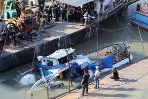 عکس/ قایق مجارستانی با چهار جسد پیدا شد