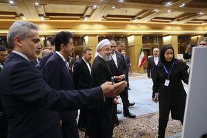 عکس/ دیدار روحانی و آبه از نمایشگاه نودمین سال روابط دو کشور