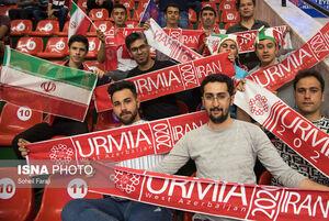 فیلم/ صف طولانی طرفداران تیم ملی والیبال در ارومیه
