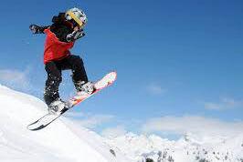 فیلم/ مهارت جالب دختربچه ۱۵ ماهه در اسنوبرد سواری