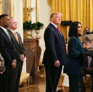 سخنرانی کیم کارداشیان در کاخ سفید، مقابل ترامپ! +عکس