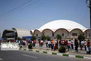 عکس/ صف هواداران والیبال ایران مقابل سالن غدیر ارومیه