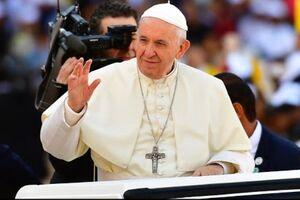 فیلم/ اتفاق عجیب در دیدار پاپ با دوستدارانش!