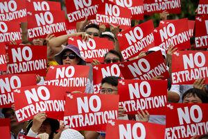 عکس/ تظاهرات دو میلیونی مردم در خیابانهای هنگکنگ