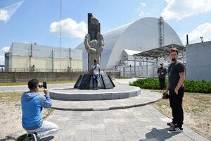 عکس/ بازدید توریستها از نیروگاه هستهای چرنوبیل