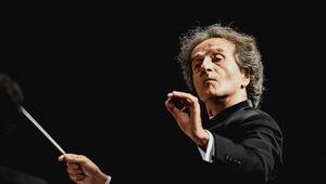 شهرداد روحانی چگونه رهبر ارکستر سمفونیک تهران شده است؟