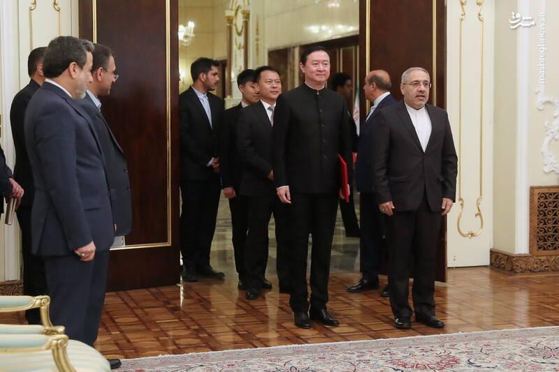 تقدیم استوار نامه سفیر جدید چین به دکتر روحانی