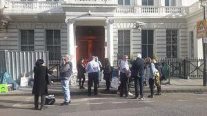 تحصن همسر زاغری و وضعیت سفارت ایران در لندن +عکس