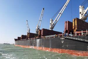 تخلیه کشتی ۳۳ هزارتنی شکرخام در بندرامام