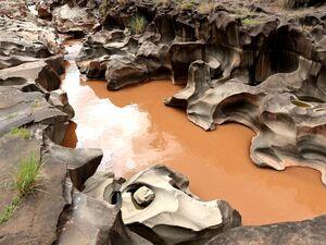 عکس/ رودخانهای با ظاهر فرازمینی در چین!
