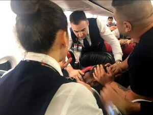 عکس/ زدو خورد مسافران در هواپیمای ترکیه