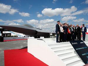 بازدید مکرون از نمایشگاه هوایی پاریس