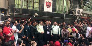 عرب در جمع هواداران عصبانی چه گفت؟
