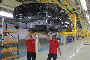 تولید خودرو ۴۱.۹ درصد افت کرد