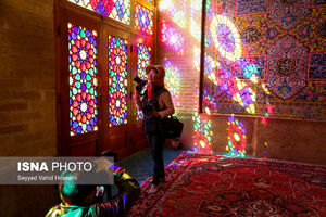 عکس/ گردشگران، مبهوت مسجد رنگها
