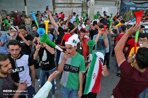 عکس/ شادی مردم بعد از پیروزی تیم ملی والیبال مقابل استرالیا