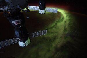 عکس/ نمایش شفق جنوبی از فضا