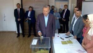 عکس/ اردوغان رای خود را به صندوق انداخت