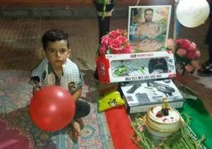 جشن تولد فرزند شهید در تنهایی +عکس