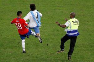 فیلم/ لگدی که بازیکن شیلی به جیمی جامپ زد