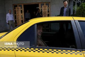 عکس/ حناچی با تاکسی به جلسه رفت!