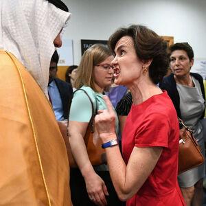 ژست دستوری یک مقام فرانسوی مقابل نماینده عربستان