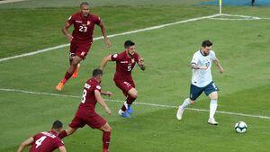 مسی و یارانش با شکست ونزوئلا حریف برزیل شدند