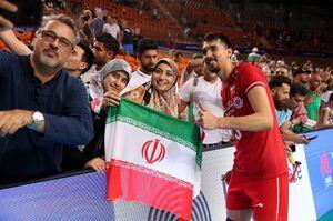 عکس/سلفی خانواده ایرانی با ملیپوش والیبال