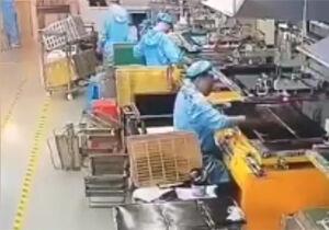 فیلم/ گیر کردن کارگر زیر دستگاه پِرس!