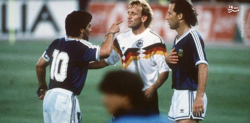 گابریل کالدرون و مارادونا در دیدار فینال جام جهانی 1990 مقابل آلمان غربی