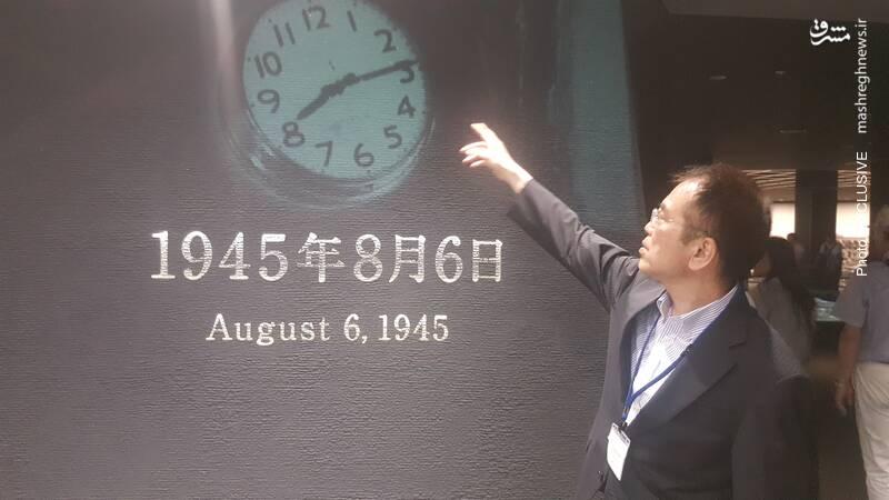 معاون موزه یادمان صلح هیروشیما لحظه انفجار اتمی هیروشیما را که در این موزه ثبت شده است، نشان میدهد.