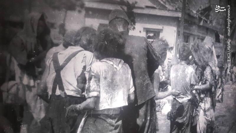 اینها ساکنان هیروشیما هستند در 2 کیلومتری مرکز انفجار که دچار سوختگی شدند. در ساعتهای اولیه انفجار (و حتی تا پایان روز) کسی نمیدانست که چه اتفاقی رخ داده است.