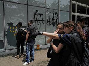 عکس/ خسارت معترضان به ساختمان پارلمان هنگ کنگ