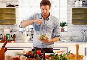 ۴ روش غلط آشپزی که شما را چاق میکند