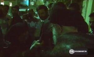 فیلم منتشرنشده و تکاندهنده از بوسه رهبرانقلاب بر لباس یکی از شهدا به درخواست دختر شهید