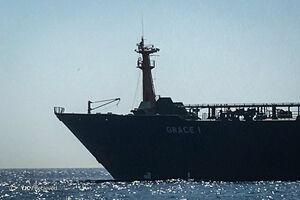 بلومبرگ: نفتکش انگلیسی از ورود به تنگه هرمز خودداری میکند