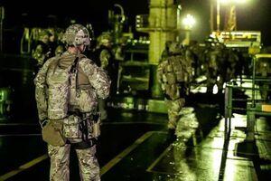 تصویری از حضور نظامیان انگلیسی در نفتکش ایرانی