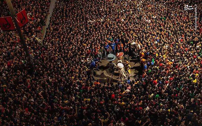 جشنواره لاپاتوم هر ساله در ماه جون در کاتالونیا-اسپانیا- برگزار می شود که شامل آتش بازی و نمایش عروسکی می شود.