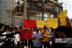 تجمع دانشجویان مقابل خانه دختر وزیر